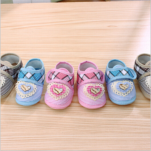 2015 Fahion Heart baby shoes spring autumn infants footwear first walkers toddlers crib shoes