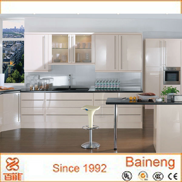 Laqu brillant finition armoires de cuisine beige for Cuisine mdf laque