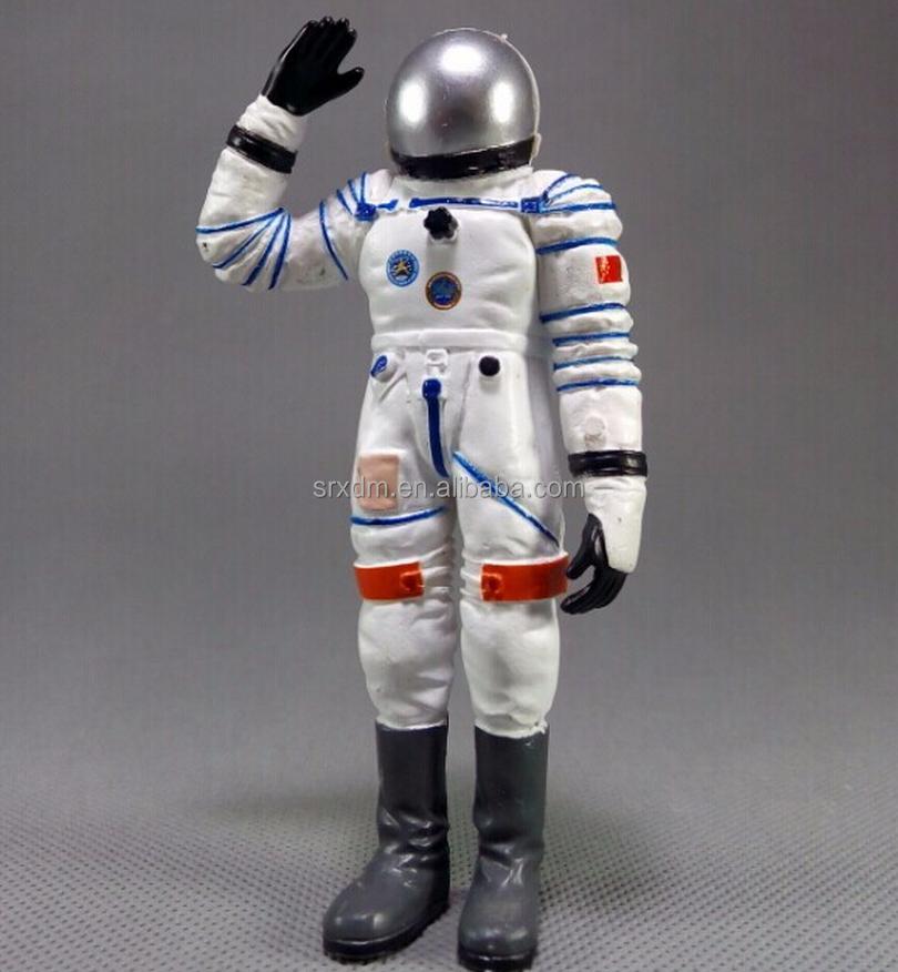 plastic astronaut figurines - 725×796