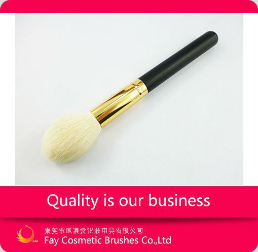 Mineral cosmetic powder dispenser brush with high quality goat hair