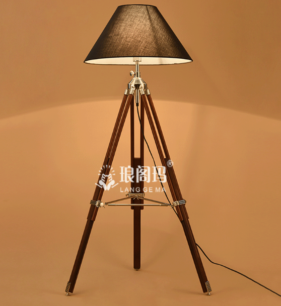 best sale zhongshan factory European design contemporary modern tripod wooden base fabric shade royal floor lamp F011