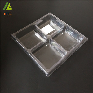 Divided disposable plastic insert tray for cakes
