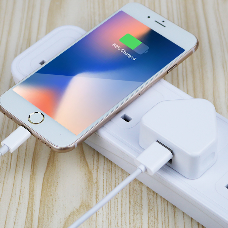 Putih CE RoHS Disetujui UK Mobile Charger, UK Plug 3 Pin Charger USB Adapter
