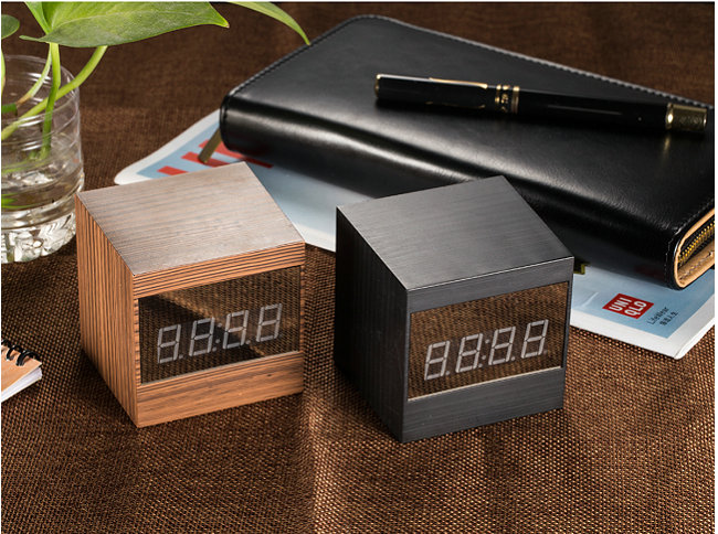Hot Selling Multi-Function Wifi Desk Clock Camera