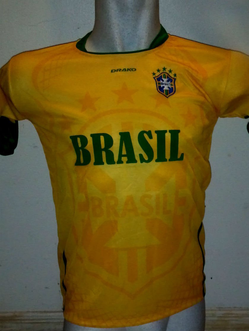 CHILDRENS, BOYS, GIRLS, UNISEX, TEENS, LAdIES & KIDS BRASIL BRAZIL SOCCER JERSEY SIZE 14 FOR AGES 11 & 12 JERSEY AND SHORTS - PLEASE SEE MEASUREMENTS ON DESCRIPTION
