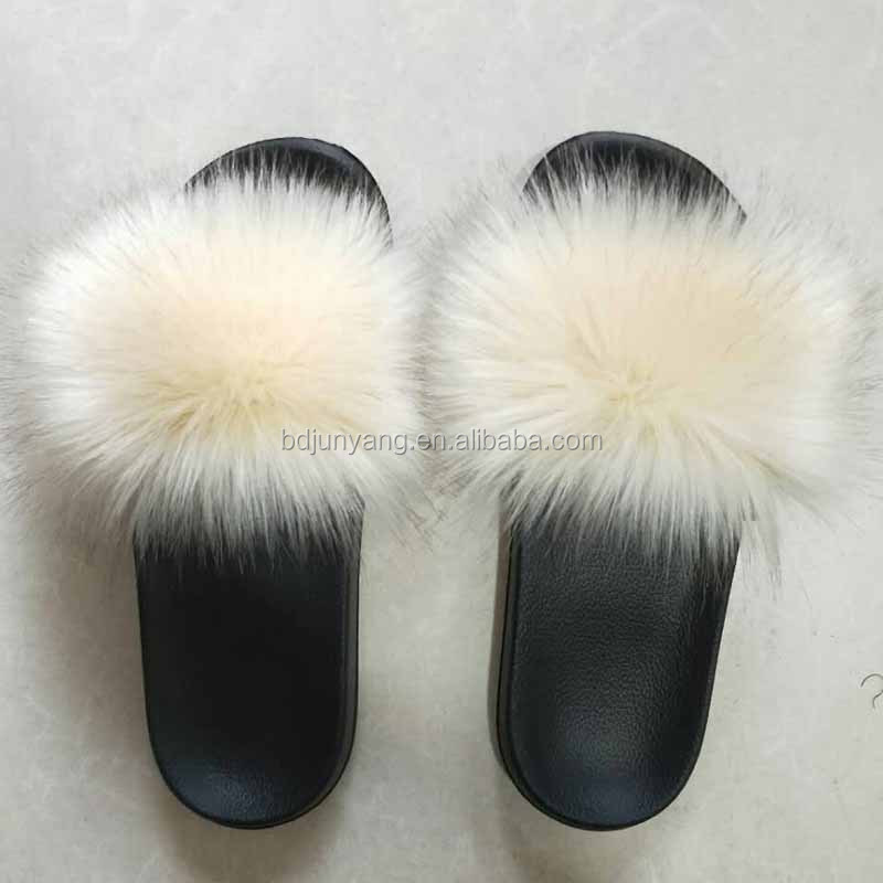 China Faux Fur Pom Pom Slippers For