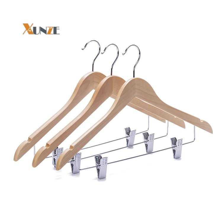 Artículo de la promoción de trajes de tela natural de abrigo percha de madera con clips