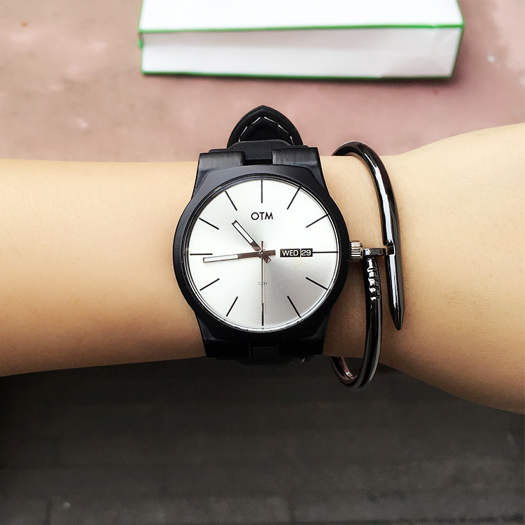 The students watch the fashion trend of Korean foreign trade goods wind Harajuku lovers watches watches silicone band of male an