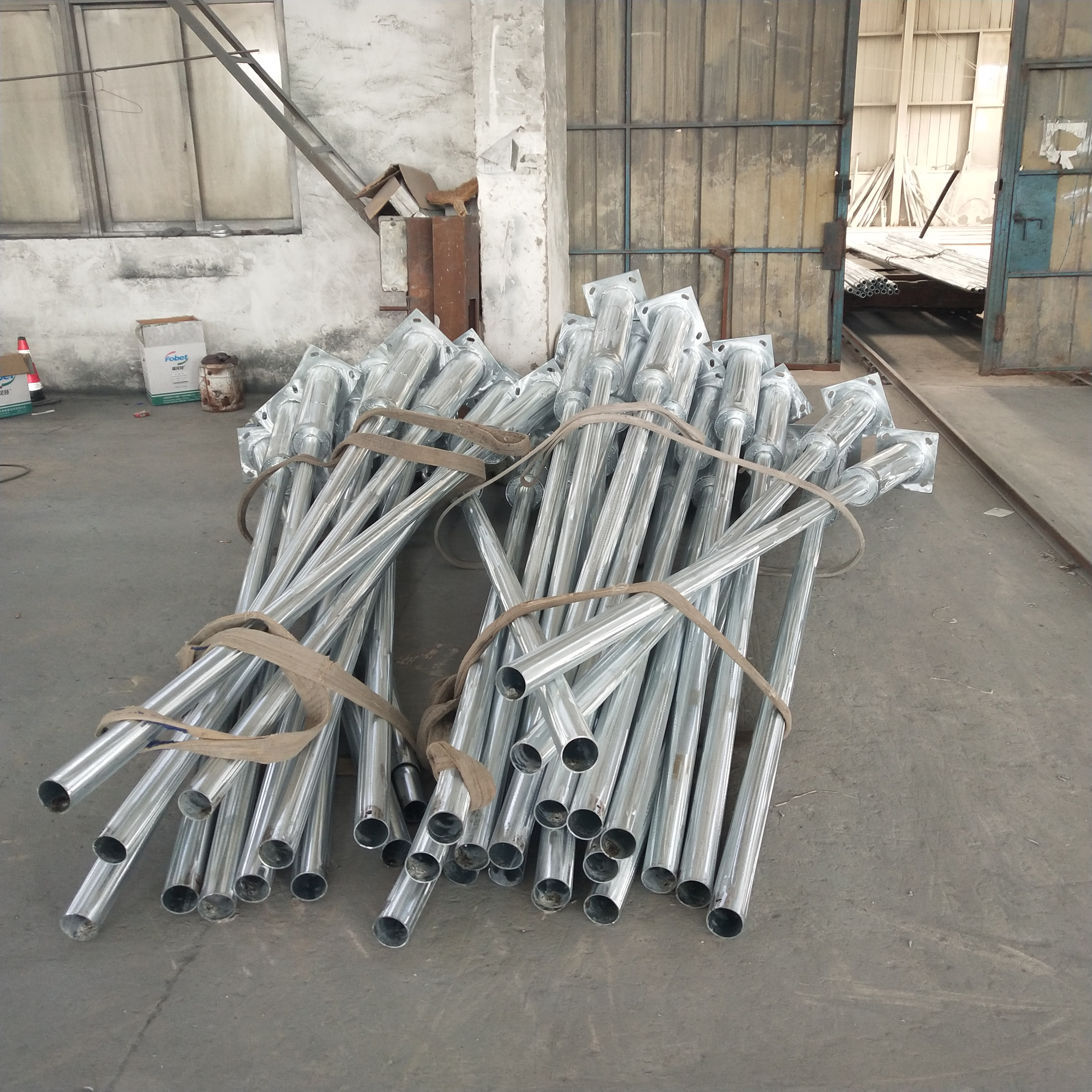 Galvanized single-arm decorative street lighting steel pole