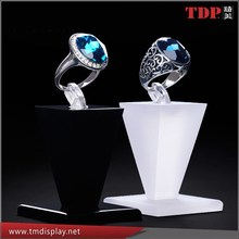 Wholesales Acrylic Single Ring Holder Display/Jewelery Display Stand for Window Exhibitor and Showcase