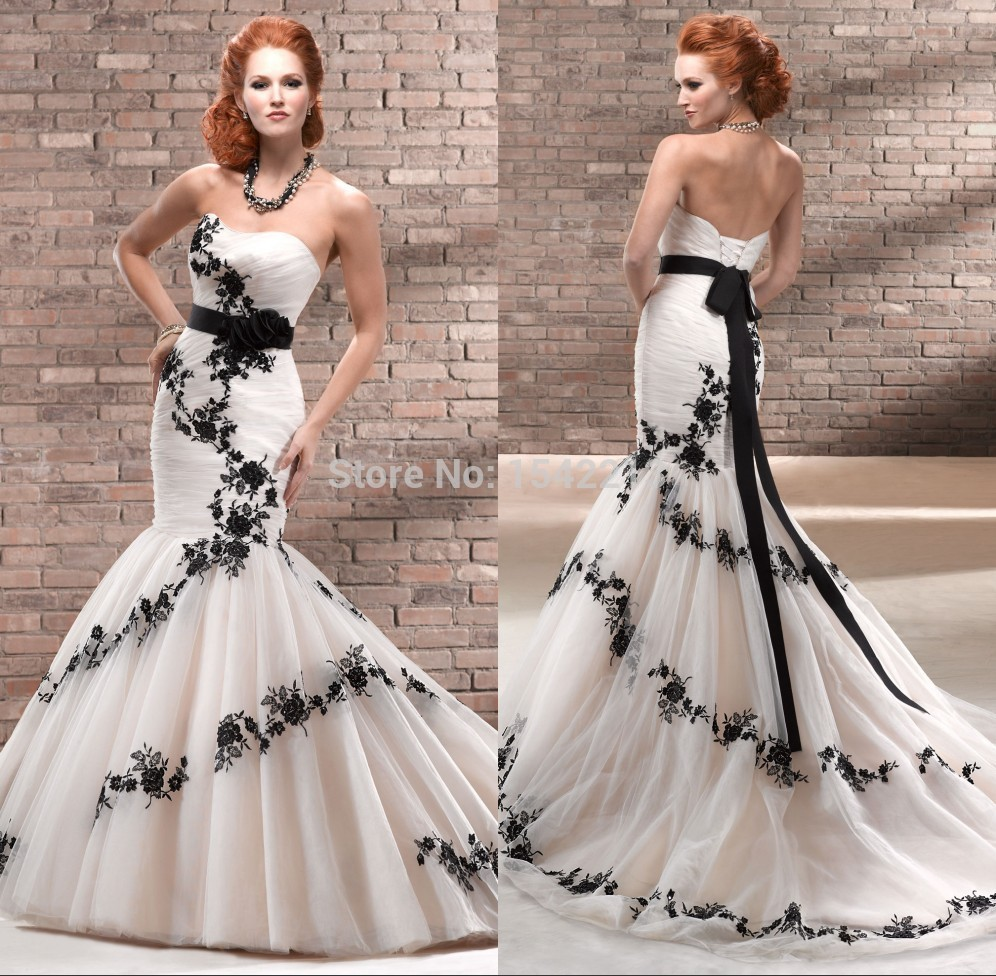 Unique Black Appliques Lace Vintage Wedding Dress Ivory