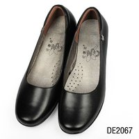Comfortable round toe leather hotel dress shoes for ladies