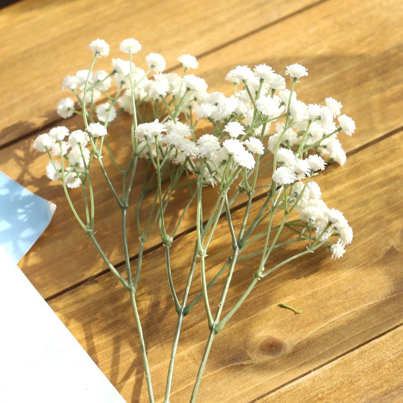 Купить салон, маленькие беленькие цветочки в букетах