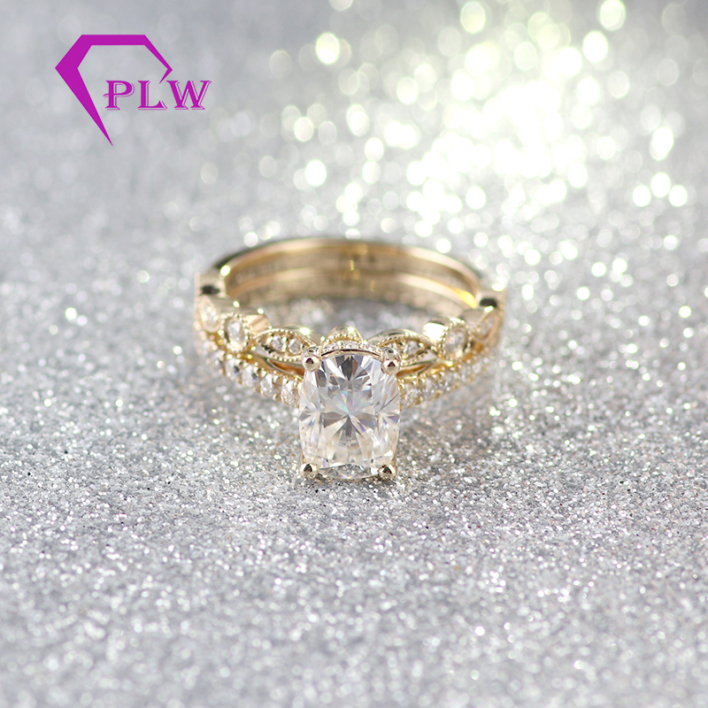 customized 14k/18k white/yellow gold ring oval brilliant colorless forever one moissanite engagement ring set