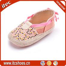 Nuevo estilo paja sandalias infantiles de interior al por mayor cómodo bebé chica sandalia con 0
