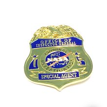 2018 hot Zinc alloy plating united nations custom pin metal badge