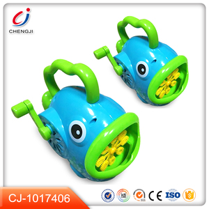 Funny fish shape hand-operated toy soap maker bubble machine for kids