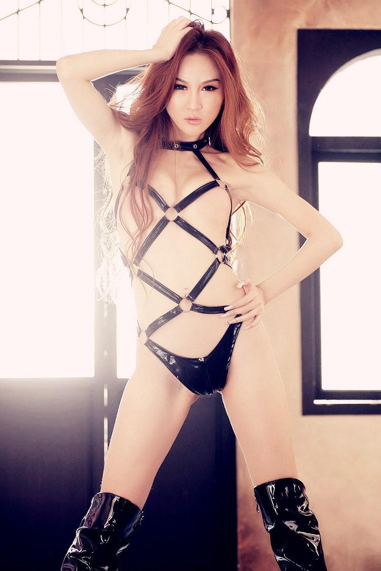 Women in lingerie tied up-6418