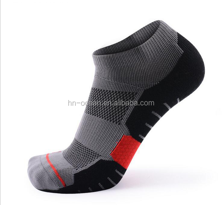 High quality man's athletic socks with cushion and arch support, Pantone color available