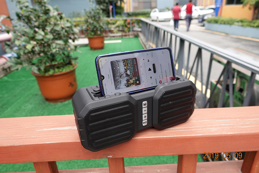 Latest gadgets 8 inch mini sound box portable speaker with FM