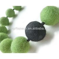 2018 New Fashion Handmade Craft eco friendly 2cm 100% Wool Nepal Felt material Dryer Balls Wholesale for necklace Jewelry Beads