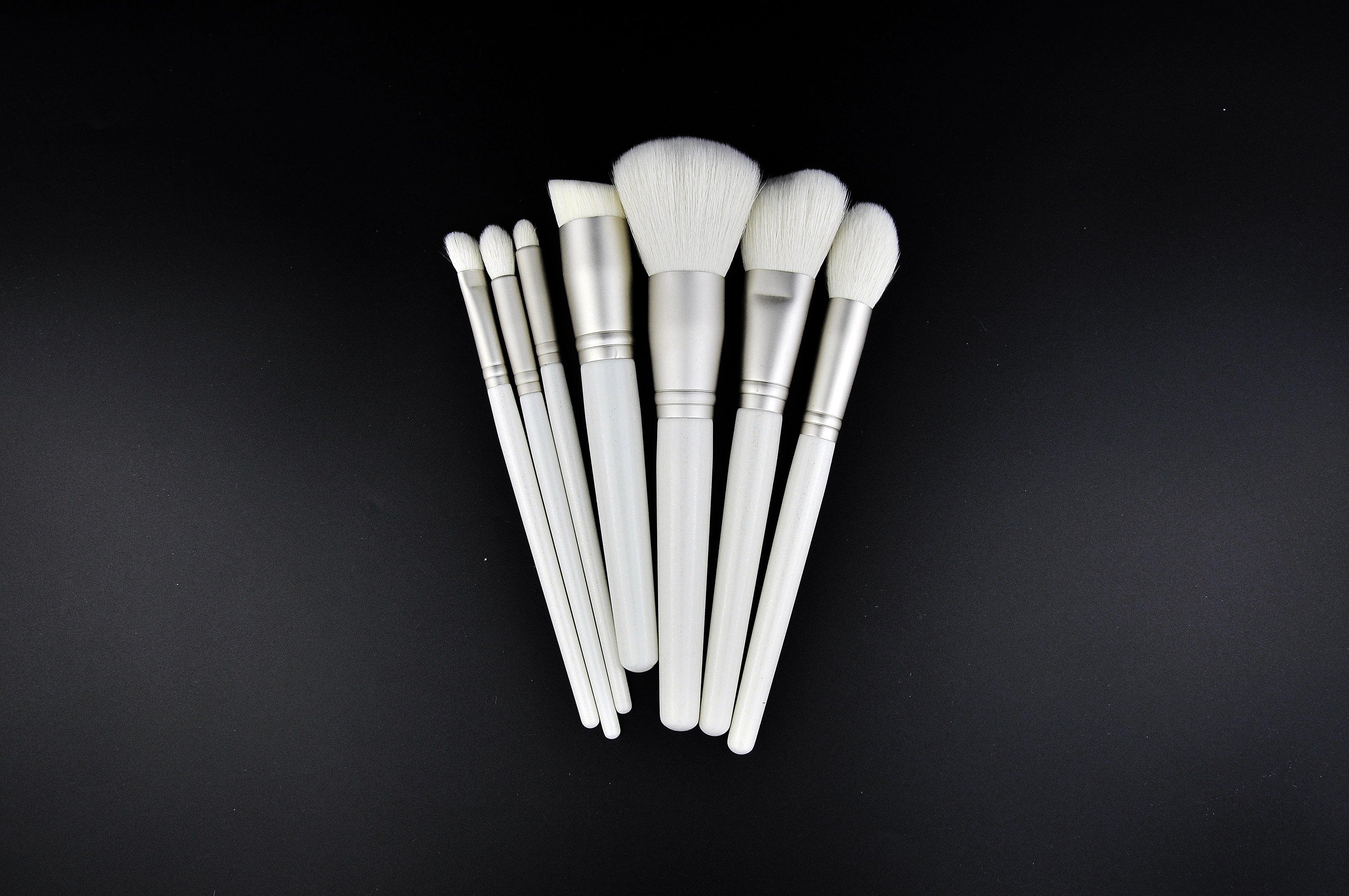 OUMO BRUSH--New 7pcs white wood handle  goat hair makeup brush set private label with power brush