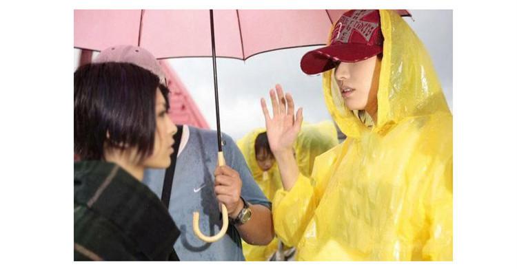 Прозрачный пэ одноразовый плащи пончо дождь взрослые на открытом воздухе портативная пластик путешествие дождь пальто смешивать цвета RC17