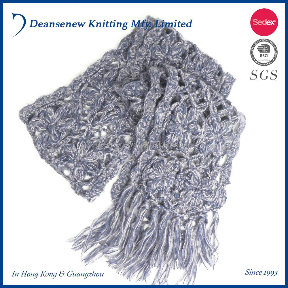 Вязаный крючком шарф дырками