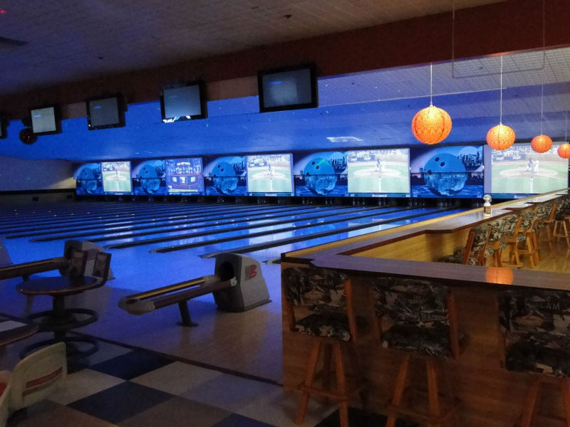 Bowling Equipment Brunswick Pinsetter GSI with Synthetic Lanes