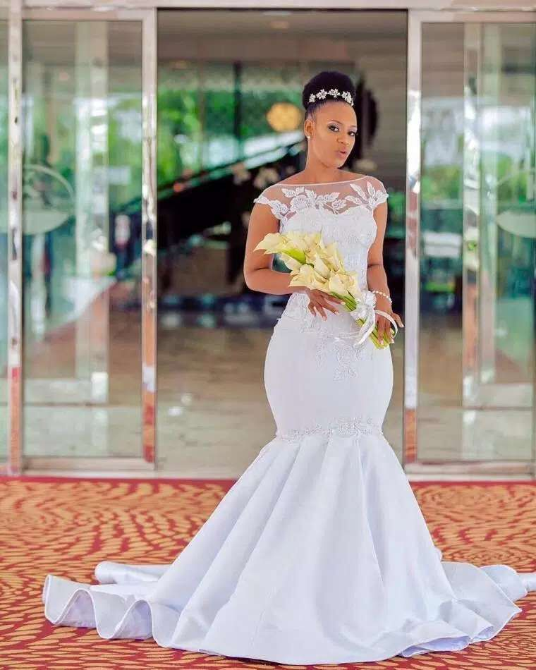 2019 Pure White Mermaid Wedding Gowns Cap Sleeves African Wedding