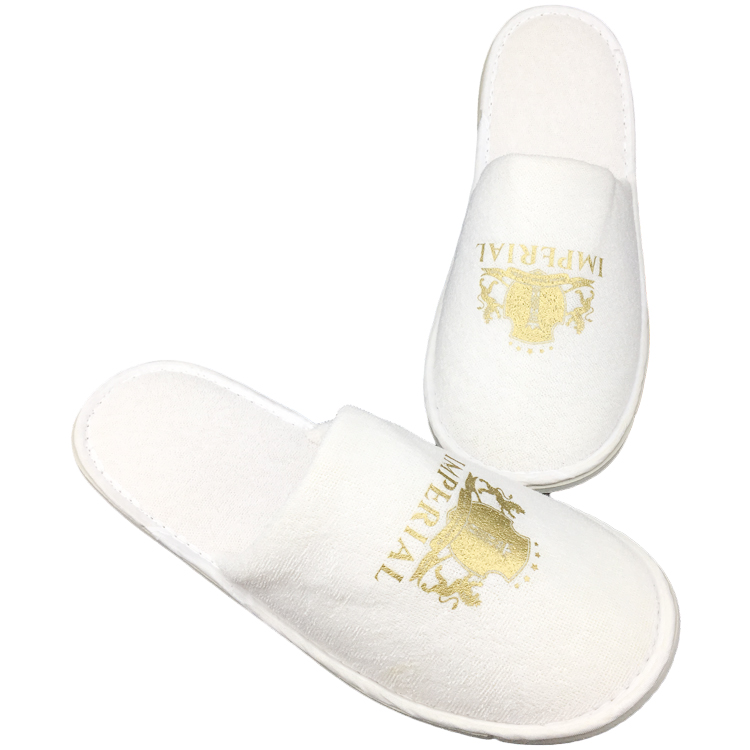 Factory Manufacturing Cheap Price Custom embroidered logo hotel room slippers
