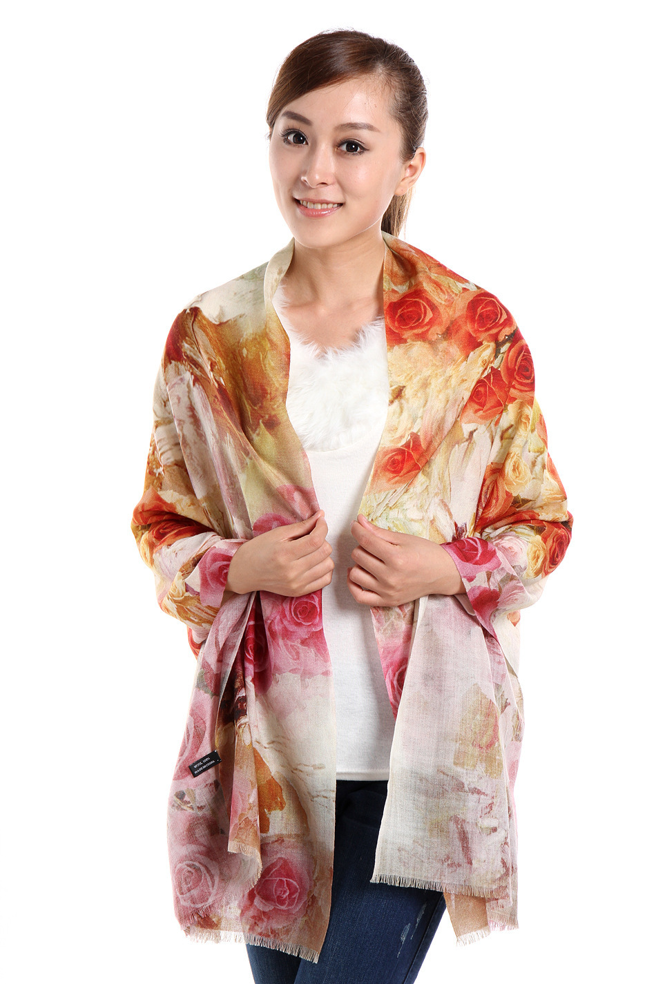 Women's Scarves and Wraps. A well-chosen scarf can turn a subdued outfit into one that's bold and eye-catching. Whether you're on the hunt for a pretty or sophisticated silk scarf, a warm wrap or pashmina, or are in need of a cozy winter scarf or neck gaiter, Amazon's selection will surely satisfy.
