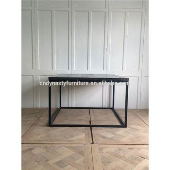 Kleiner Kuchentisch Und Stuhle Foto Im Industriellen Stil Buy