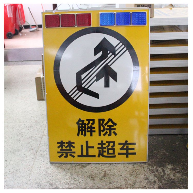 Large LED signpost solar pedestrian crossing signs