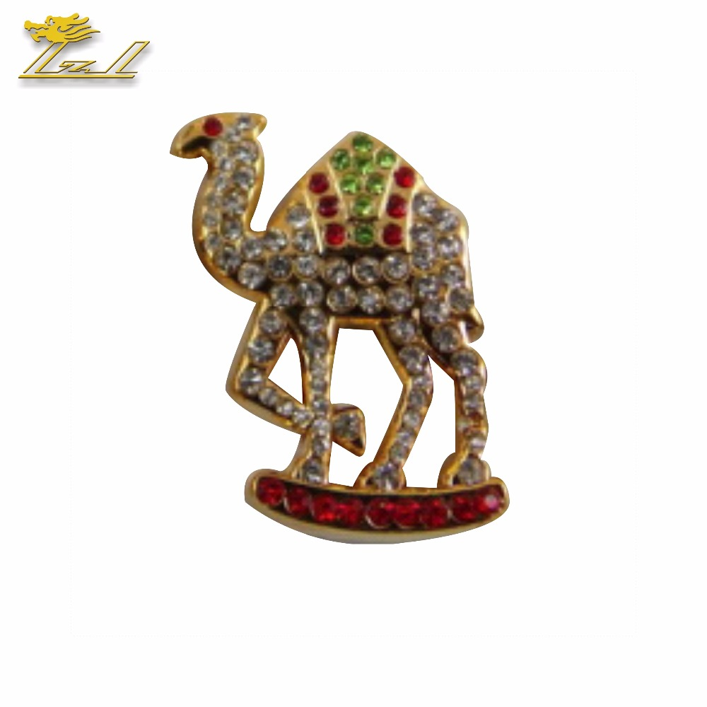 Cartoon lapel pin Camel zinc alloy lapel pin Water drill lapel pin
