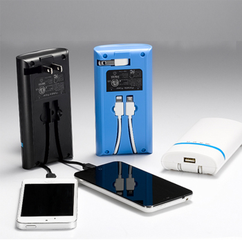 restaurant powebank 3 usb universal 2.4a power bank with fc ce rohs and US plug build in cable