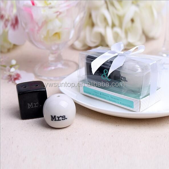 Hot sale wedding souvenir Mr and Mrs ceramic salt and pepper shaker