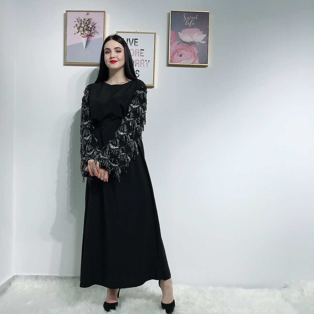 2019 New arrival design muslim abaya in dubai sequin tassels sleeve islamic clothing for women