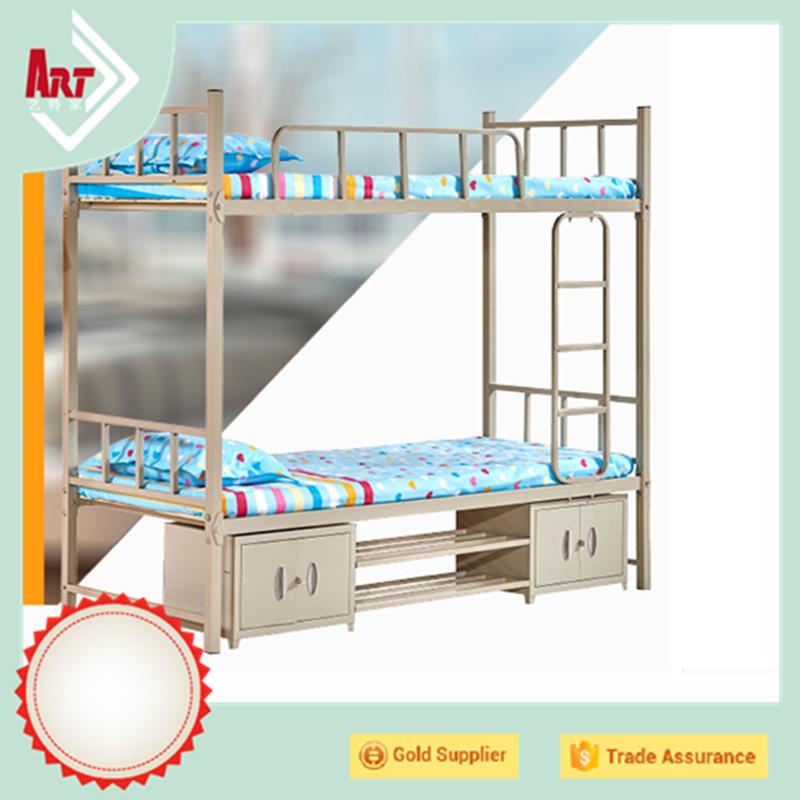 Literas Blancas. Dormitorio Infantil Con Literas Tipo Tren Y Armario ...