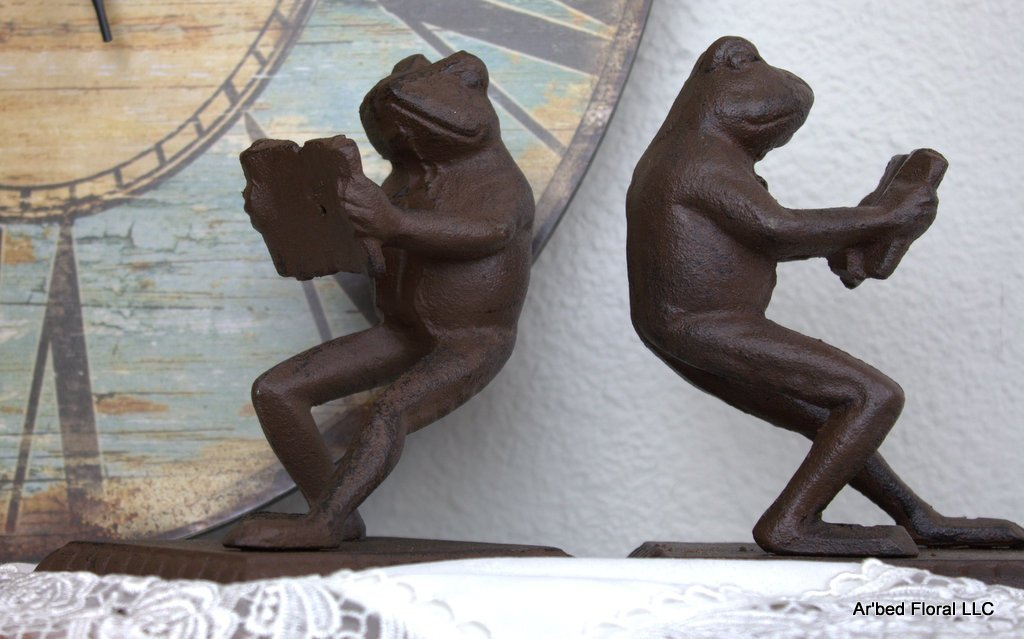 Pair of Reading Frogs Rust Brown Cast Iron Bookends Toad Frog - 2 piece set