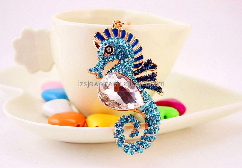 Wholesale Sea Horse Design Metal Keyhain Rhinestone Pompom Keychain Cheap Animal Keychain