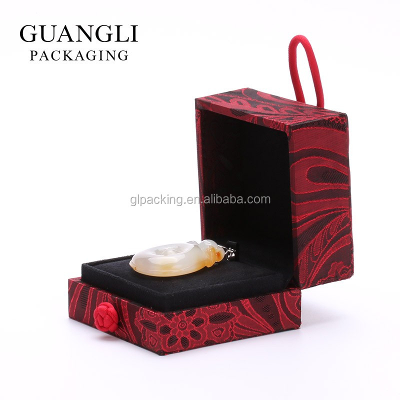 GL 2017 High-end Kam cloth red packaging jewelry pendant box with fastener