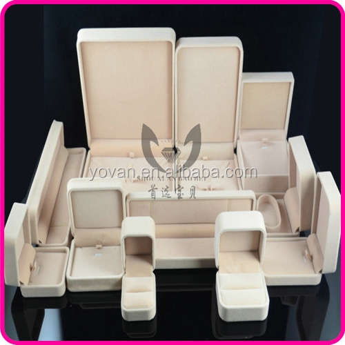 Custom Luxury White Recyclable Velvet Jewelry Packaging Box Manufacturer
