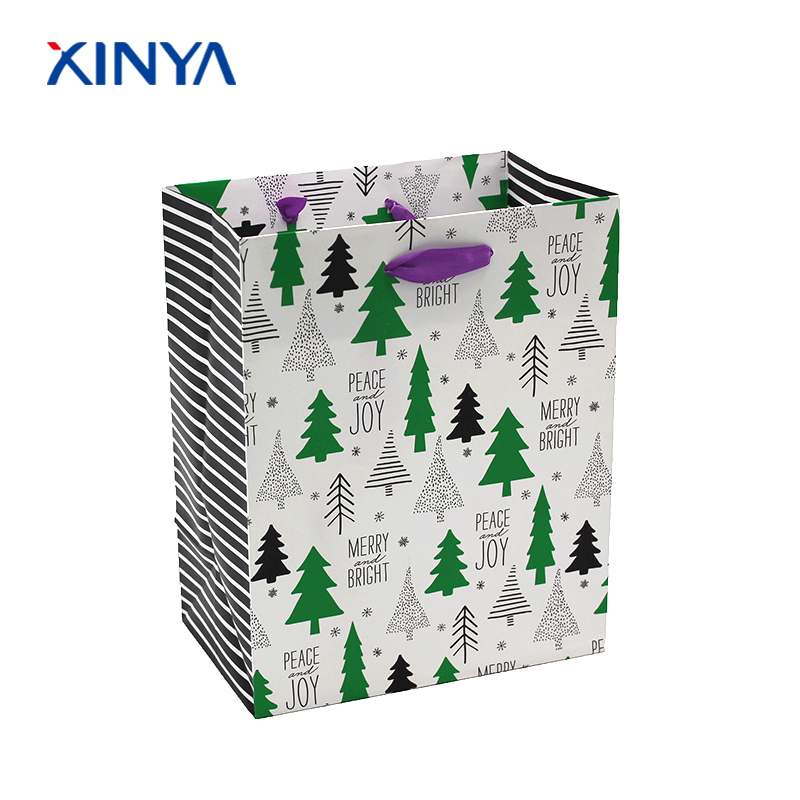 High-end and favorable price christmas gift paper bag with your custom logo