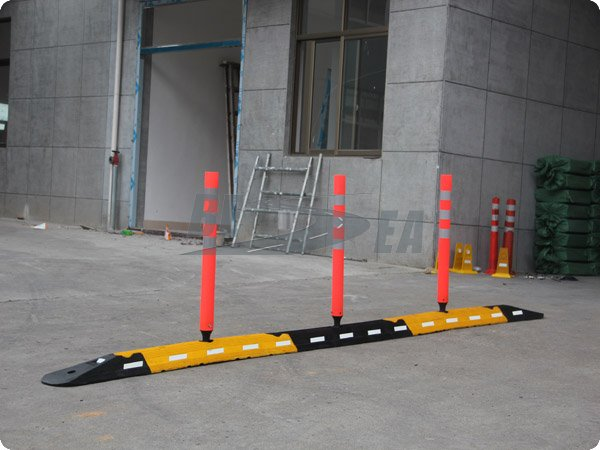 Wholesale From China Factory With Flexible Post Durable Rubber Road Lane Delineator