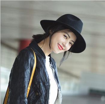 Nueva moda negro ronda estrella mismo estilo de ala ancha Fedora sombreros  para las mujeres Floppy 93858895bd6