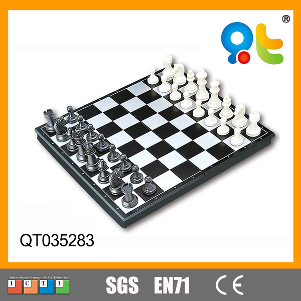 Free sample ASTM certificated travelling game plastic black and white board game figures