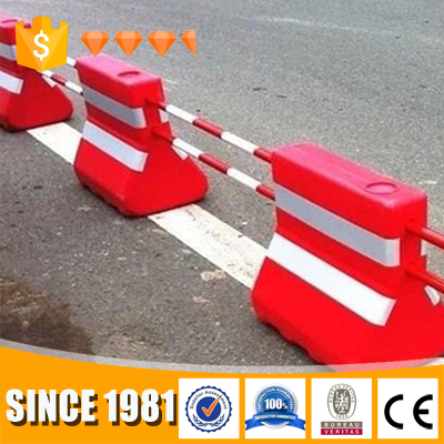 2017 hot sale traffic safety road barrier Plastic barricades