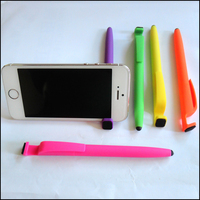 Rubber body promotional plastic ball point pens for advertising and phone stand