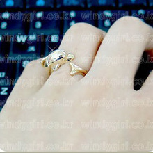 Korean jewelry Full House Song Hye Kyo with stylish personalized dolphin ring jewelry wholesale